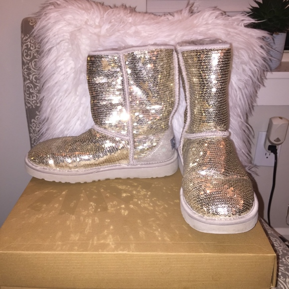 18b6ebbff26 UGG Classic Short Sequin Boot in Silver, Size 7